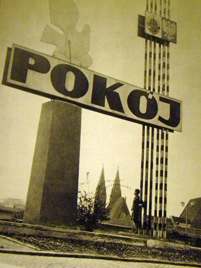 00178_Ehemalige_Schlagbaum_am_Grenzübergang_in_Słubice_Dammvorstadt_(1971)
