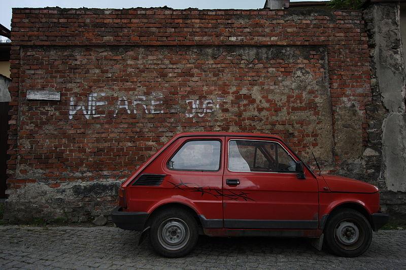 800px-Red_Polski_Fiat_126p_in_Poland_2