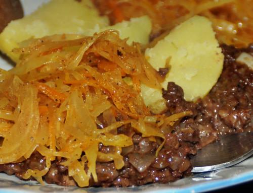 Kaszanka z ziemniakami i kapustą