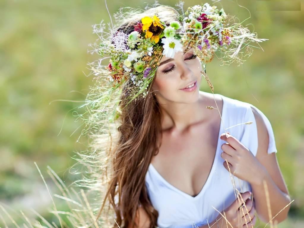 167005_kobieta_laka_wianek_wiosenny1