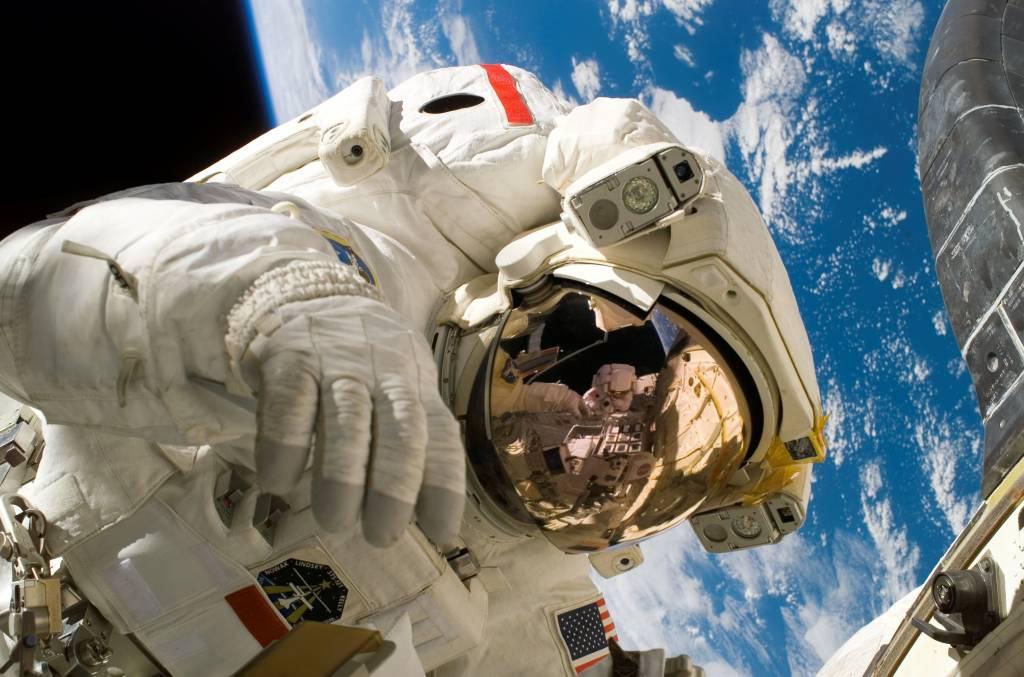 Piers_Sellers_spacewalk