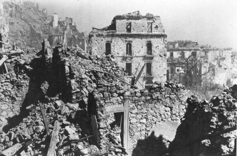 Bundesarchiv_Bild_183-J26131,_Italien,_Monte_Cassino,_Zerstörungen