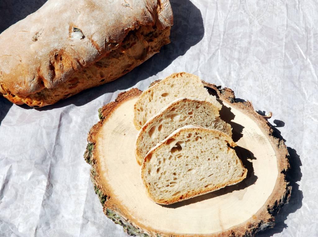 domowy chleb przygotowany na zakwasie