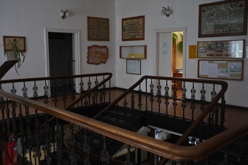 Zwierzyniec_klatka schodowa z żeliwnymi elementami dekoracyjnymi w budynku Zarządu Ordynacji Zamojskiej