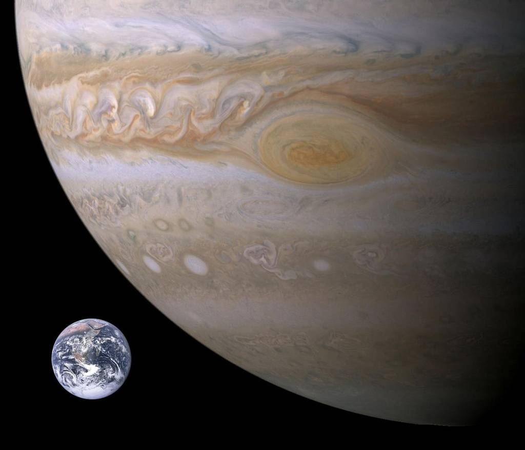 1194px-Jupiter-Earth-Spot_comparison
