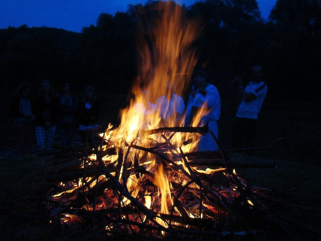 3_Midsummer_fire_at_San_river,_Trepcza_(Sanok)