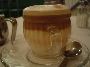 800px-Caffe_macchiato