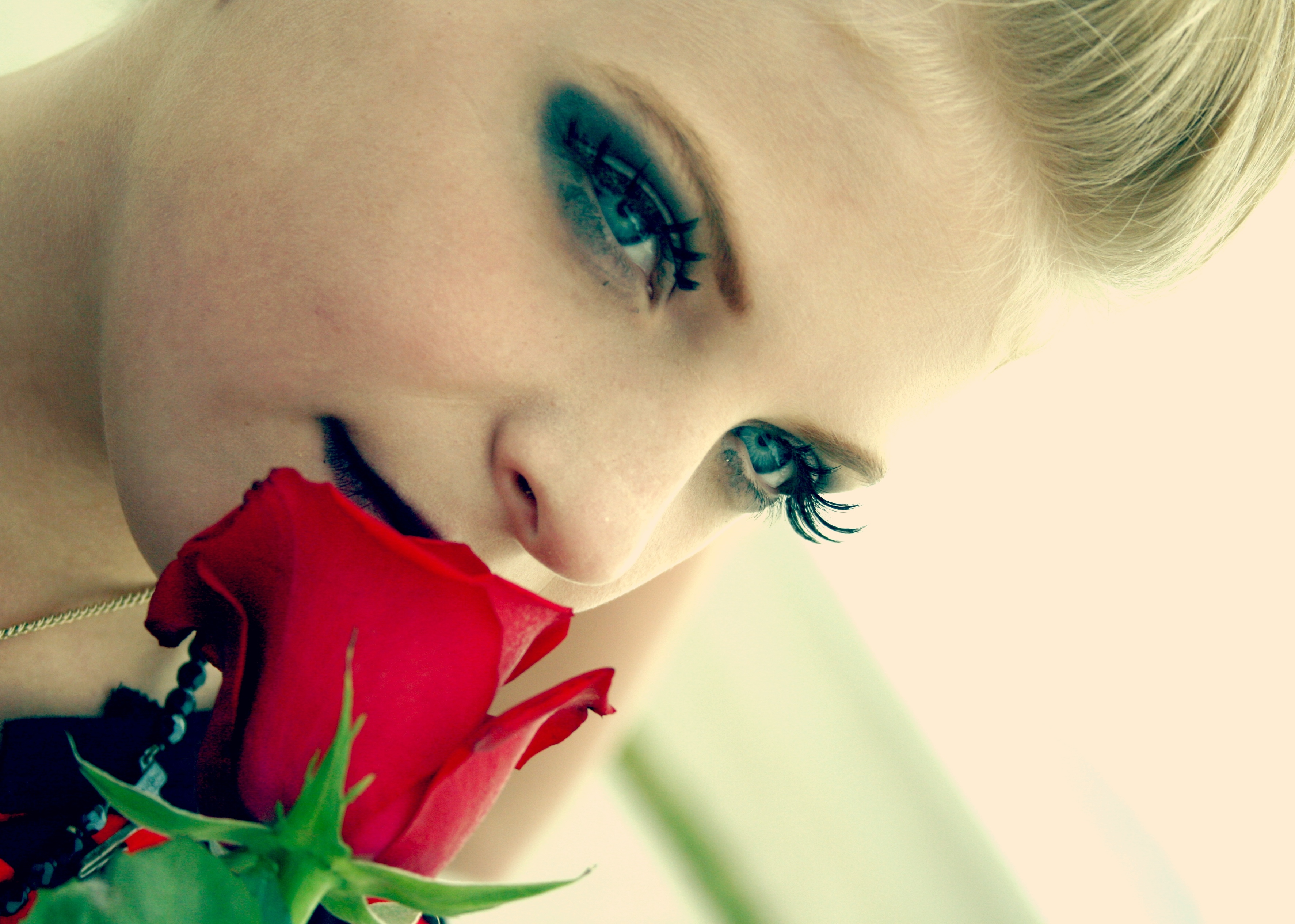 Woman_smelling_rose