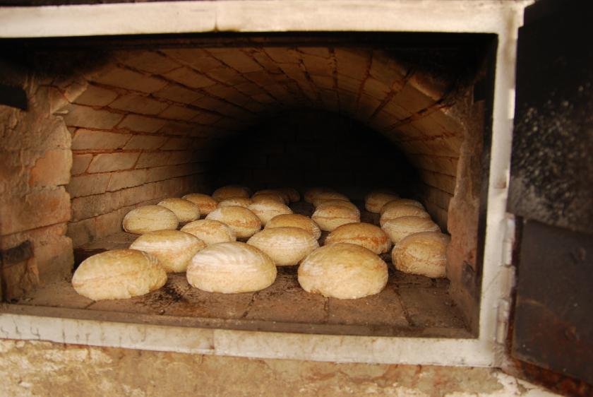 wypiek chleba karpackiego w Gospodarstwie Agroturystycznym U Flika Dźwiniacz Dolny