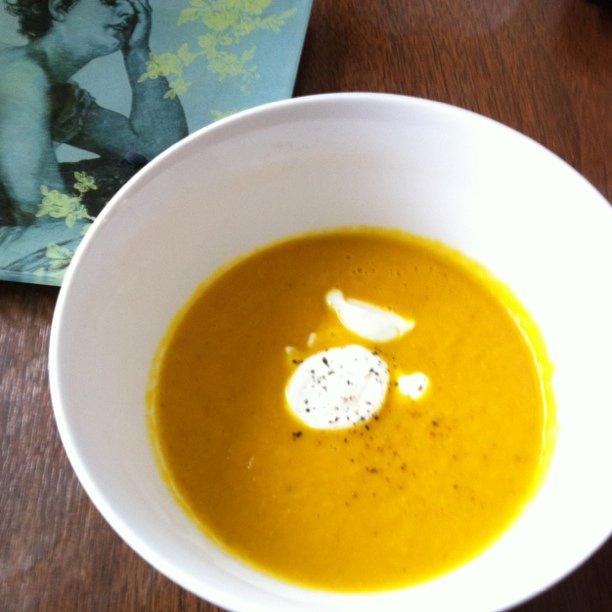 zupa na marchwi z dodatkiem imbiru