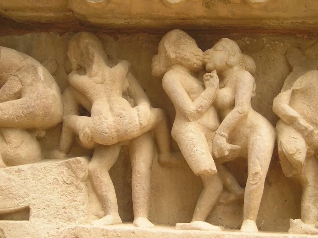 Khajuraho-Lakshmana_Temple_erotic_detal2