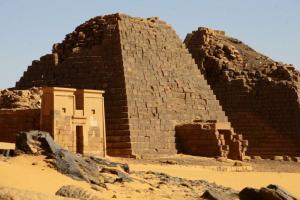 Sudan-Darfur2008-_piramidi-_contesto-_COSV_(7)
