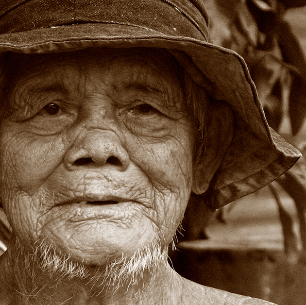 Elderly_Chinese_man,_Pulau_Ubin,_Singapore_-_20070225