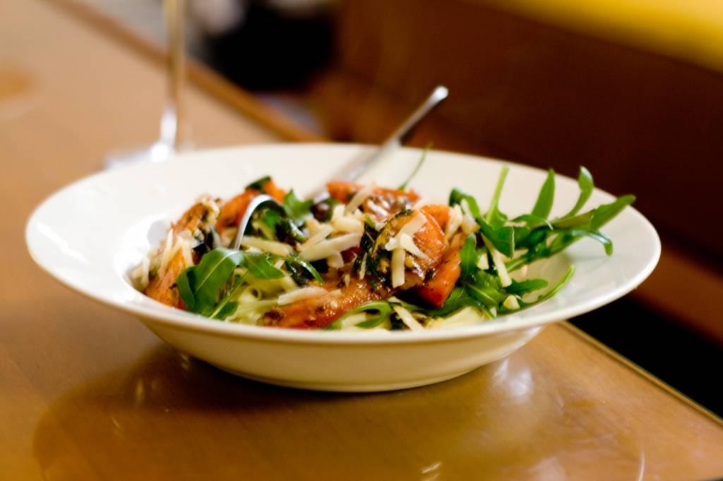 Fresh_vegetarian_pasta_(2528005054)