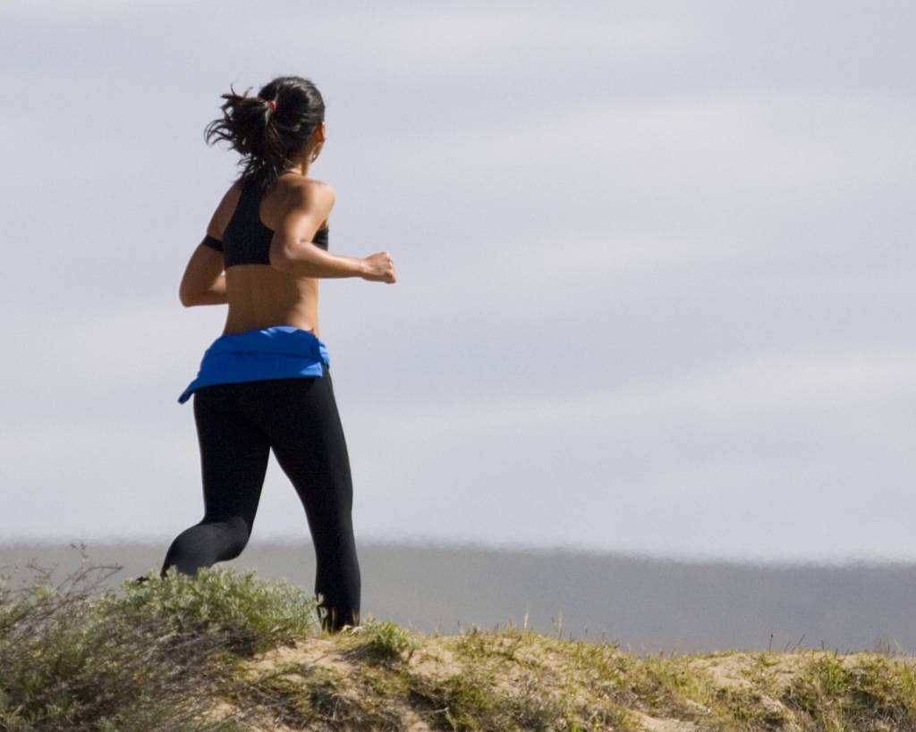 Jogging_Woman_in_Grass