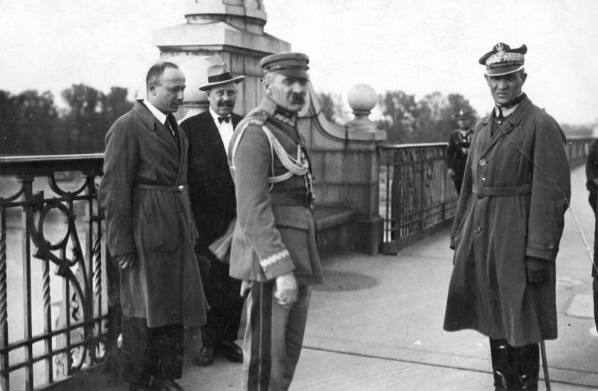 Piłsudski_on_Poniatowski's_Bridge