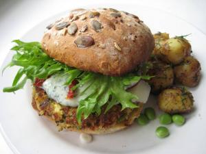 burger z batatów z sałatą