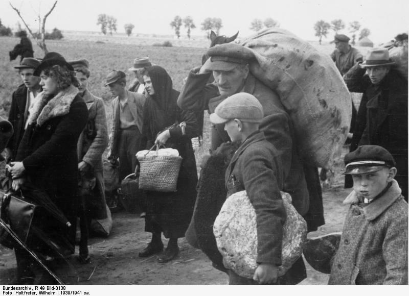Bundesarchiv_R_49_Bild-0138,_Polen,_Wartheland,_Aussiedlung_von_Polen