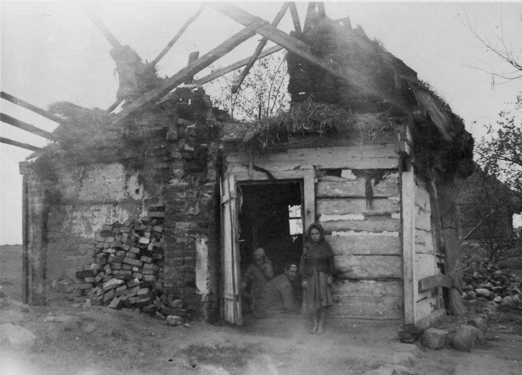 Eastern_Poland_Farmhouse_(1941)
