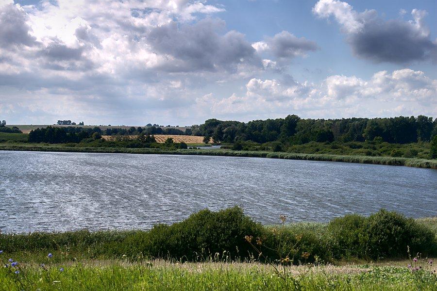 zdjecie,pelne,415372,20130815,jezioro-godawskie-a-za-nim-jezioro-swiete
