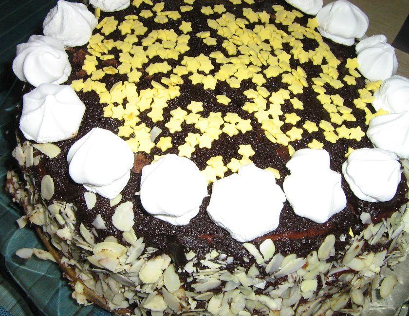 tort z piernika i suszonych śliwek