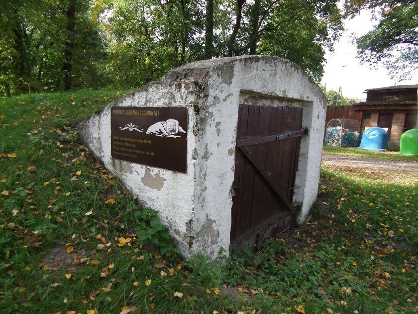 W przeszłości przechowywano w lodowniach i spiżarniach