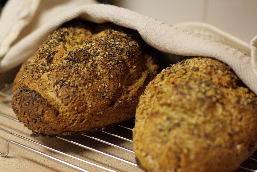 smażony chleb z ziołami, źródło: wikimedia.org