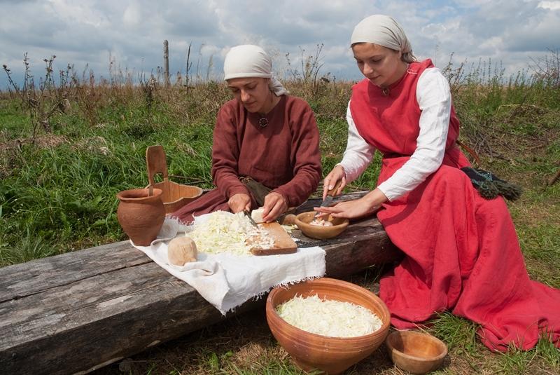 Kuchnia dawnych Słowian: pęczak ze śliwkami i miodem
